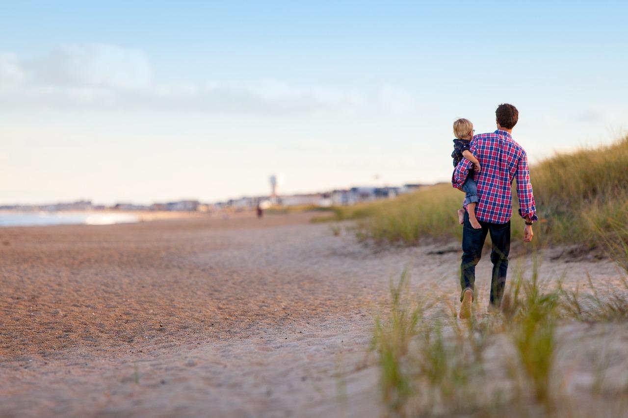 父親と母親の態度の違いに敏感に反応する子供たち