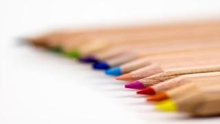 5歳の子がとても気に入っている消しゴムで消せる色鉛筆
