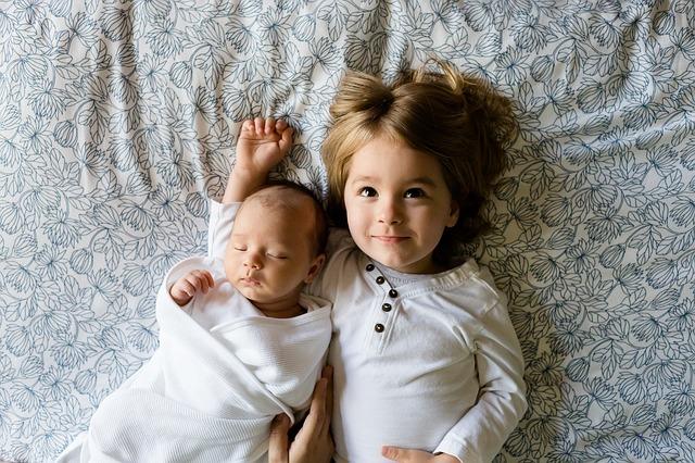 新生児とお兄ちゃん