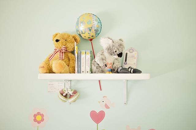 可愛く飾った子供部屋の壁