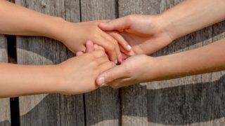 小学生の子供の爪かみ、3歳の子の指しゃぶり